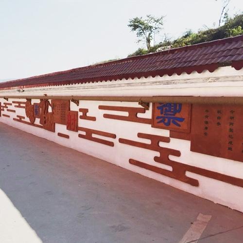 贵州毕节梁才学校浮雕文化墙