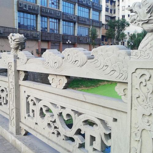 雕刻石栏杆桥