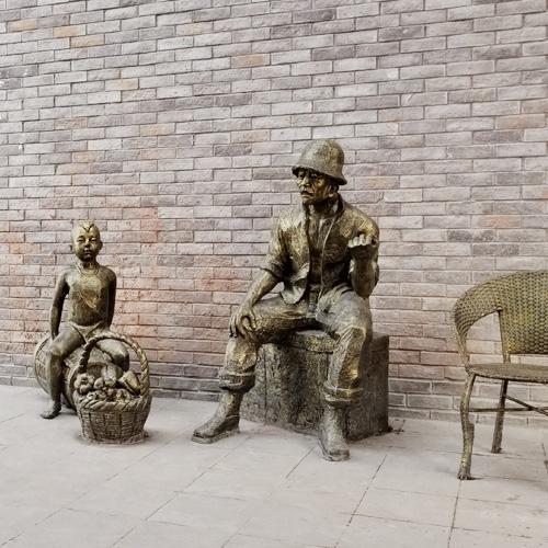 市井生活人物雕塑